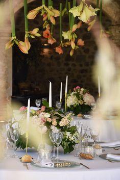 Decoración floral colgante. Boda romántica y elegante. Boda en Castell de Caramany. Hanging floral decoration. Romantic and elegant wedding. Wedding in Castell de Caramany. by Rita Experience
