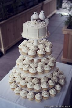 Via hellolucky.com: Jami Saunders photo of Tina and Gregory wedding cake by Billy's Bakery  (Latonero_Gregor_Jami_Saunders_Photography_TinaGregDetails007_low)