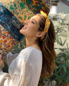 gives weekend hair goals! Indian Celebrities, Bollywood Celebrities, Bollywood Fashion, Bollywood Actress, Sara Beauty, Weekend Hair, Deepika Ranveer, Sara Ali Khan, Cute Girl Photo
