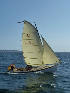 7 Ultimate Camping Cruisers: Back to Basics Boating Sailing Dinghy, Sailing Ships, All About Water, Small Sailboats, Sailing Adventures, Boat Stuff, Wooden Ship, Wooden Boats, Swiss Army Knife