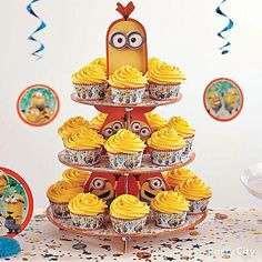 Go bananas! Minions icing, baking cups, cupcake tower - more mischief awaits in our how-to! Despicable Me Cupcakes, Despicable Me Party, Minion Cupcakes, Minion Party, Minion Birthday, Boy Birthday, Birthday Stuff, Birthday Decorations, Birthday Party Themes