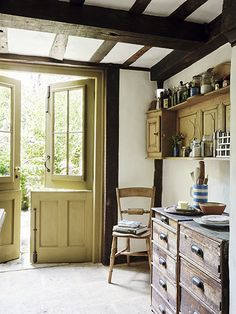 Planete deco a homes world english house, english cottage kitchens, english Discount Interior Doors, Interior Barn Doors, Period Living, Plans Architecture, Cottage Renovation, Cottage Kitchens, French Cottage, Cottage Interiors, Home Repairs