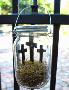 Easter cross in a hanging mason jar #eastercraft