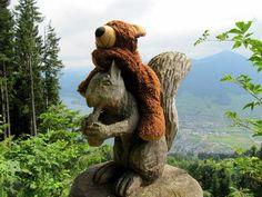 Einfach süß die Bärenbilder ... 'Eichhörnchenreiter' von Olga Meier-Sander bei artflakes.com als Poster oder Kunstdruck $16.63