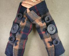 arm warmers, fingerless mittens, fingerless gloves... I could make these....they are just tubes