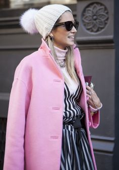 Now that New York Fashion Week has come and gone, I think it's fair to say the pink winter coat is going strong. This is a chic and feminin. Love Fashion, Winter Fashion, Fashion Outfits, Fashion Trends, Nyc Fashion, Street Fashion, Nyfw Street Style, Street Chic, What To Wear