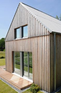 Modern living room by jebens schoof architekten modern Wood Cladding Exterior, Roof Cladding, House Cladding, Timber Cladding, Facade House, Small Country Homes, Wooden Facade, Tiny Houses For Rent, Modern Barn House