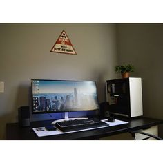 """846 Likes, 2 Comments - Mal - PC Builds and Setups (@pcgaminghub) on Instagram: """"An awesome ultrawide setup! I love the general minimalistic feel of the setup as well as how the…"""""""