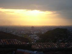 Amanecer en #Cali #Colombia desde el barrio San Antonio.
