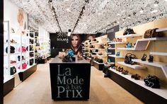 decoracion-zapaterias-63 Clothing Boutique Interior, Shoe Shop, Shoe Stores, Shoe Display, Luggage Store, Retail Design, Store Design, Ideas Para, Photo Wall