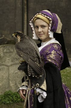 Tudor gown and kirtle, Gable hood - by Prior Attire 0 Katherine of Aragon outfit Now that is an accessory! Mode Renaissance, Renaissance Fair Costume, Medieval Costume, Renaissance Fashion, Medieval Dress, Medieval Fantasy, Tudor Costumes, Period Costumes, Historical Costume