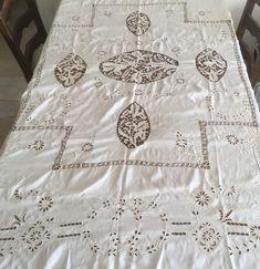 Ein persönlicher Favorit aus meinem Etsy-Shop https://www.etsy.com/de/listing/582729314/antike-tischdecke-bestickt-seide Ich freue mich, den jüngsten Neuzugang in meinem #etsy-Shop vorzustellen: Antique hand embroidered tablecloth silk ottoman  #antiqueottoman #embroideredottoman #antiqueembroidery #silktablecloth #ortusuipekantik #ottomanempire #handmadeembroidery http://etsy.me/2GJQ0EO