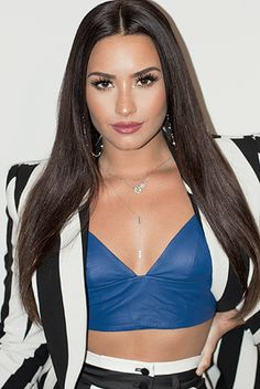 Demi Lovato details her journey through making the album, struggles with addiction and sta. Demi Lovato, Rihanna, Selena Gomez, Celebrity Crush, Celebrity Style, Female Singers, Woman Crush, Look Fashion, Girl Crushes