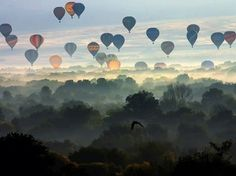 Not only a gorgeous view and picture, but love the hot air balloons. When I was a little girl, before bed my dad would tell me stories of going on hot air balloon rides together Air Balloon Rides, Hot Air Balloon, Air Ballon, Balloon Race, Flying Balloon, Air Balloon Festival, Foto One, Just Dream, Dream Big