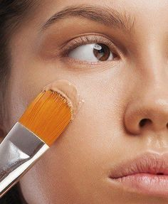 How to Wear Makeup With Dry Skin.Makeup.com