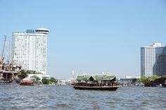 A little bit about muddy waters: the Chauphraya river in Bangkok #Thailand #Bangkok #Asia #river #city  => http://marrysavblog.com/a-little-bit-about-muddy-waters-the-chauphraya-river-in-bangkok/?lang=en