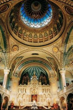Synagogue in Szeged, Hungary. Architecture Artists, Sacred Architecture, Religious Architecture, Beautiful Architecture, Beautiful Buildings, Beautiful Places, Church Interior, Cathedral Church, Old Churches