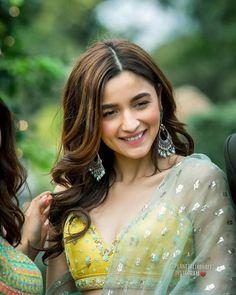 Alia Bhatt at friends marriage. Bollywood Girls, Bollywood Actress, Bollywood Style, Indian Celebrities, Bollywood Celebrities, Fashion Tips For Women, Fashion Advice, Fashion Ideas, Fashion Hacks