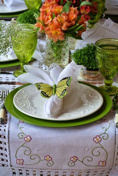 Elegant Easter Tablescapes & centerpieces - Hike n Dip