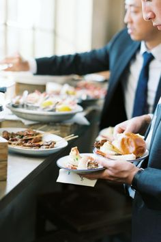 Serviços de buffet | Saiba qual é o ideal para o seu casamento Wedding Show, Bridal Show, Pizza Station, Pizza Photo, Chafing Dishes, Styling A Buffet, Seafood Pasta, Food Stations, Food Allergies