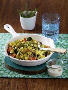 Das Rezept für Gemüse-Reis-Pfanne mit Joghurt-Dip und weitere kostenlose Rezepte auf LECKER.de