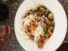 Gewokt rundvlees met groente op krokante mihoen