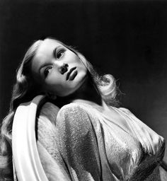 Cinematic Thoughts: This Gun For Hire Classic Film Noir Featuring Veronica Lake at Her Best Hollywood Icons, Old Hollywood Glamour, Golden Age Of Hollywood, Vintage Glamour, Vintage Hollywood, Hollywood Stars, Hollywood Actresses, Classic Hollywood, Vintage Beauty