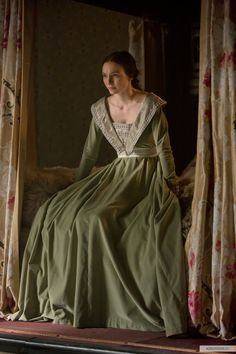 Lady Isabel Neville - Eleanor Tomlinson in The White Queen, set between 1464 and 1484 (TV mini-series 2013).
