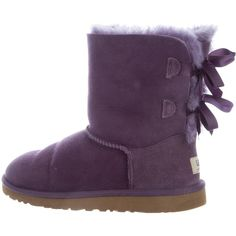 Pre-owned UGG Australia Bailey Bow Short Boots ($125) ❤ liked on Polyvore featuring shoes, boots, ankle booties, purple, ugg boots, round toe boots, bow boots, bootie boots and ugg shoes