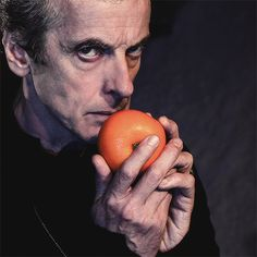 More tangerine porn. For gods sake Peter. (First grapes, now this.I think Peter is trying to make me look at fruit in a whole new way! 12th Doctor, Twelfth Doctor, Doctor Who Series 8, There Goes My Hero, The North Remembers, Christopher Eccleston, Last Christmas, Peter Capaldi, Jenna Coleman