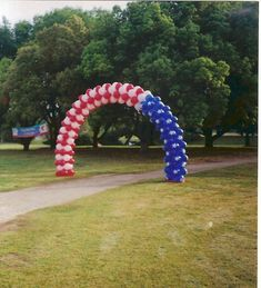 Patterns can be created, when grouping the colors and patterns as shown with this American flag balloon arch.