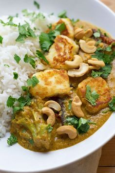 Cashew Nut Curry with Halloumi and Broccoli Using halloumi in this creamy cashew nut curry makes a tasty change from a traditional curry. Sprinkle with a handful of whole cashews for an extra crunch. Curry Recipes, Veggie Recipes, Indian Food Recipes, Dinner Recipes, Cooking Recipes, Healthy Recipes, Cooking Ideas, Veggie Food, Budget Cooking