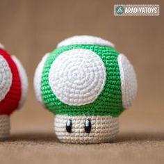 """Bitte beachte, dass es sich um eine Häkelanleitung in Form einer PDF-Datei handelt und nicht um die fertige Figur. Die Datei wird sofort nach ihrem Kauf als Download zur Verfügung gestellt. Die Datei enthält eine detaillierte Anleitung mit vielen Schritt-für-Schritt Fotografien und einer ausführlichen Materialliste um den 1Up Pilz anfertigen zu können.  1Up Pilz – ist ein bekannter Charakter aus dem beliebten Spiel """"Super Mario World"""", das von Nintendo Co., Ltd., entwickelt und…"""