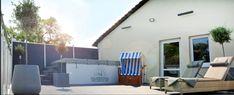 Auch unsere Dachterrasse lädt zum Verweilen ein. Wellness Fitness, Outdoor Decor, Home Decor, Rooftop Terrace, Landscape, Decoration Home, Room Decor, Home Interior Design, Home Decoration