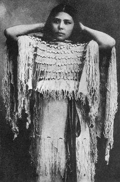 Native American Women: Kiowa Annie, of the Kiowa Apache Nation. Native American Beauty, Native American Photos, Native American Tribes, Native American History, American Indians, American Girl, Style Indien, Native Indian, Cherokee