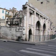 Porte d'Auguste. Nîmes. Languedoc-Roussillon