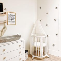 This nursery nook has us buzzing! 🐝 TAP for deets on these fun, easy to install wall decals. Baby Room Themes, Baby Room Decor, Nursery Decor, Nursery Nook, Project Nursery, Baby Room Design, Nursery Design, Round Cribs, Best Baby Cribs