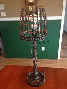 Cam lampe Scrap Metal Art, Sculpture, Table Lamp, Home Decor, Handstand, Lamp Table, Interior Design, Sculpting, Home Interior Design