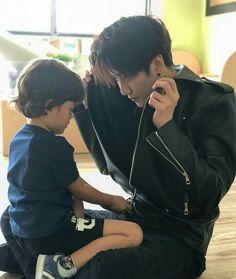 Mike and Max😍😍 Father And Baby, Dad Baby, Mom And Baby, Asian Celebrities, Asian Actors, Korean Actors, Celebs, Korean Babies, Asian Babies