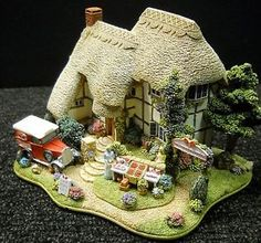 Lilliput-Lane-Strawberry-Fields-2004-Anniversary-Cottage-NIB-Deeds-L2683