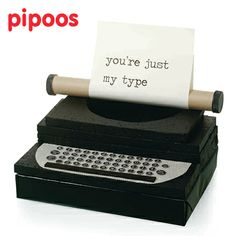 Typemachine Typewriter #Sinterklaas #Surprise #Suprise #Pipoos www.pipoos.com Cute Gifts, Diy Gifts, Homemade Christmas Crafts, Make Up Doos, Cardboard Art, Education Humor, Valentine Box, Air Dry Clay, Miniature Dolls