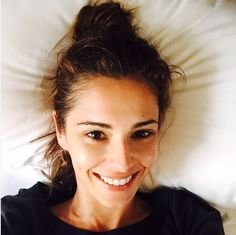 Cheryl demonstrates the youth-boosting effect of going makeup-free. In this barefaced selfie snapped from bed, she looks so young! And stunning – obvs. - Cosmopolitan.co.uk