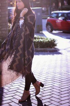 Blanket Scarf from Aritzia // http://www.girlinbetsey.com/2014/11/blanket-scarf.html