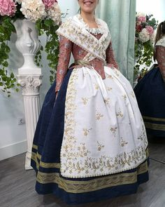 Historical Costume, Historical Clothing, Fairytale Dress, 18th Century Fashion, Spanish Style, Traditional Dresses, Headpiece, New Look, Vintage Outfits