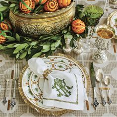 Gorgeous fall table setting along with beautiful monogrammed napkins by Perfect for Thanksgiving. Fall Table Settings, Beautiful Table Settings, Place Settings, Dinner Napkins, Dinner Table, Mundo Design, Monogrammed Napkins, Elegant Table, Table Arrangements