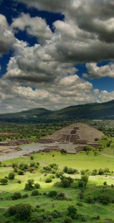 Tomado desde la piramide del Sol, con Pro HDR para iPhone, con iPhone Moon pyramid in Teotihuacan Mexico. Taken from the Sun pyramid with Pro HDR app for iPhone using a New Mexico, Mexico Yucatan, Places To Travel, Places To See, Colonial Architecture, Baja California, Mexico Travel, Beautiful Places, Oaxaca