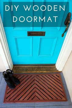 The chevron pattern on this DIY Wooden Doormat is sooo great! Click through for the tutorial so you can make one for your doorstep too!