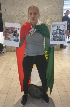 Σουηδέζα ξεφτίλισε τις τουρκικές αερογραμμές – Πήγαν να τη χτυπήσουν μέσα σε σουηδικό αεροδρόμιο – Makeleio.gr Athletic, Zip, Jackets, Fashion, Down Jackets, Moda, Athlete, Fashion Styles, Deporte