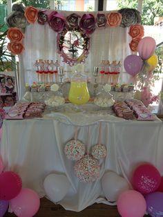 Balerin konsept olunca,masa süslemesi de beyaz,gümüş,pembe tonlarında oldu.Balerin birthday party edeas