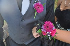 Homecoming time is here! Order your corsages and boutonnière from countryside florist! Magenta Gerber daisies compliments this black dress! Gerbera Bridal Bouquet, Prom Bouquet, Prom Corsage And Boutonniere, Rose Boutonniere, Flower Corsage, Bouquets, Boutonnieres, Homecoming Flowers, Homecoming Corsage